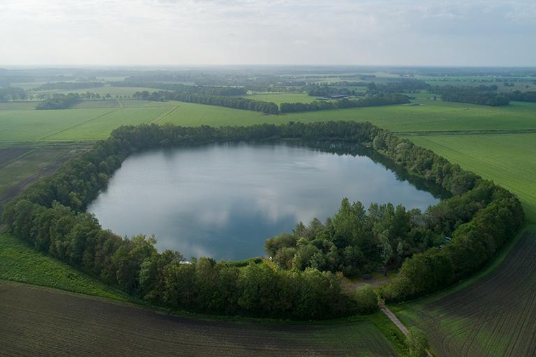 Het CarpFarm Lake vanuit de lucht